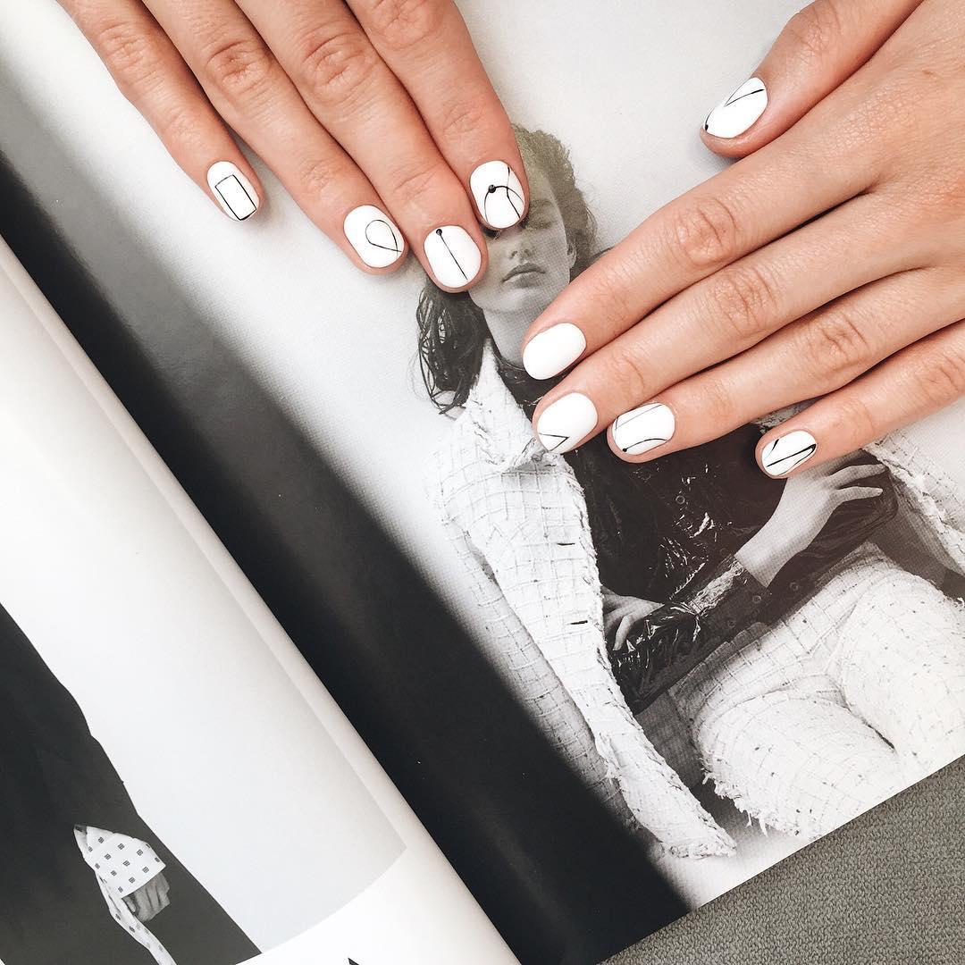 Модный маникюр с точками: фото новинки 2021