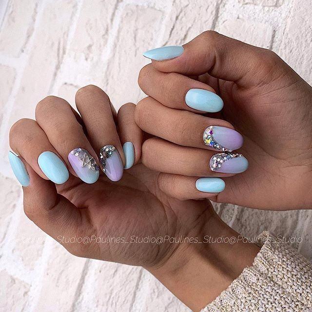 Маникюр с камнями на короткие ногти: фото новинки 2021