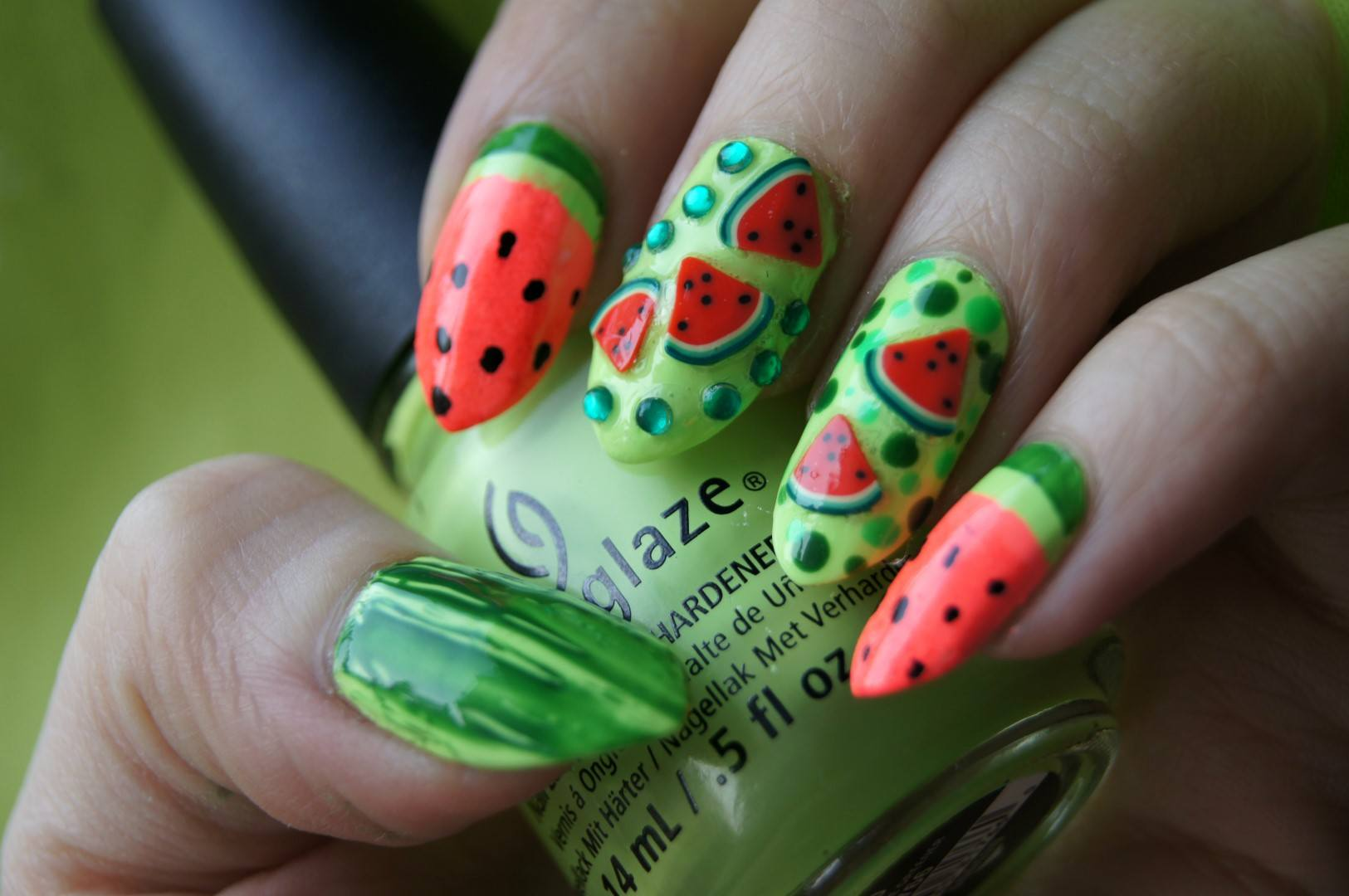 Маникюр с фруктами и ягодами 2021. Свежие фото идеи дизайна ногтей