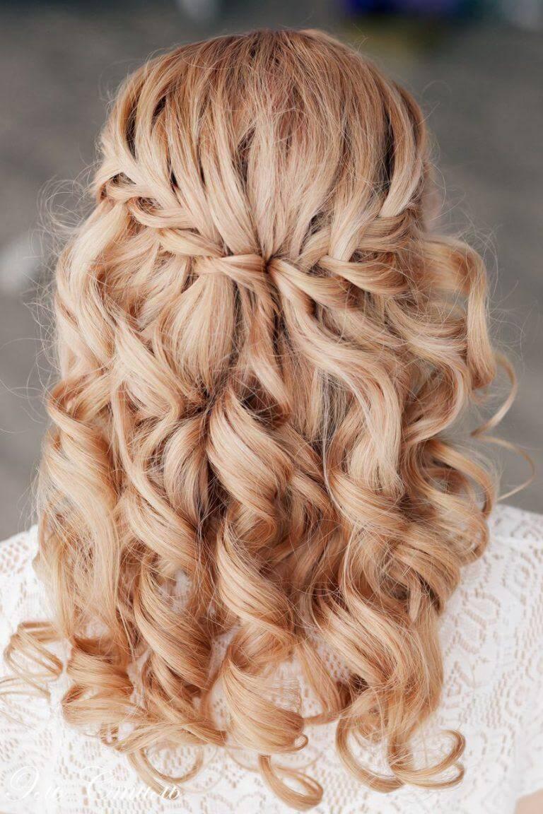 Прическа на средние волосы с челкой. Стильные варианты укладок с фото