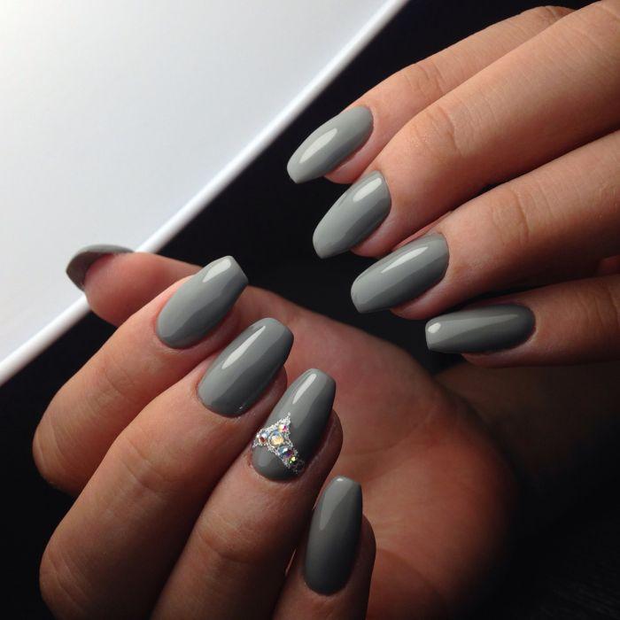 Серый маникюр 2021. Свежие фото новинки трендового маникюра на короткие и длинные ногти